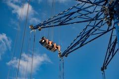Люди наслаждаясь летчиком звезды Орландо Езда качания «мира самая высокорослая стоя на 450 футах в международной зоне привода стоковое изображение
