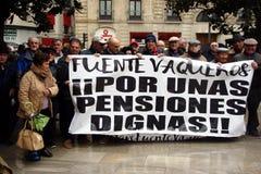 Люди на демонстрации в имени общественных пенсий 5 стоковые изображения