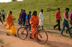 Люди на племенной ярмарке стоковые изображения rf