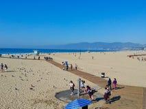 люди на пляже в miami стоковые изображения rf
