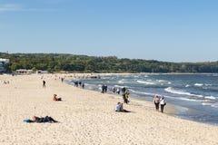 Люди на пляже в Sopot Стоковые Фото