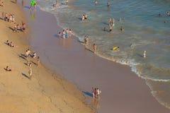 Люди на пляже стоковая фотография rf