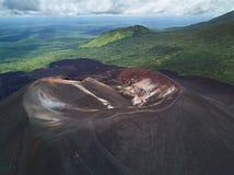 Люди на путешествии вулкана сползая Стоковая Фотография RF