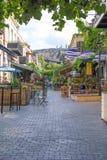 Люди на ресторане в старом городке Тбилиси стоковое фото