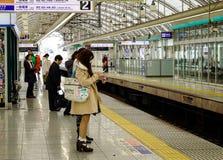 Люди на станции МЛАДШЕГО в токио, Японии Стоковое Изображение RF