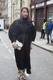 Люди на улице во время недели моды Лондона стоковое фото rf