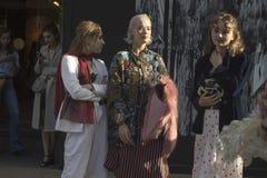 Люди на улице во время недели моды Лондона стоковое изображение