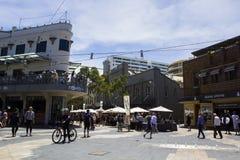 Люди на улице Сиднея мужественной стоковое изображение rf