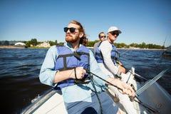 Люди на яхте Стоковая Фотография RF