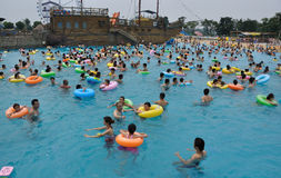 люди парка играя воду Стоковые Изображения RF