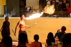 Люди пожара дышая стоковые фото