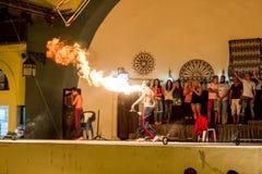 Люди пожара дышая стоковое фото rf