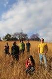 люди поля счастливые Стоковая Фотография