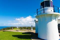 Люди посещая маяк головы Crowdy, headland между Forster и гаван Macquarie, в Новом Уэльсе, Австралия стоковые изображения rf