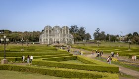 Люди посещая парник сада Curitiba ботанического - Curitiba, Parana, Бразилии Стоковое Изображение RF