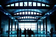 люди предпосылки silhouette окно whit Стоковое Фото