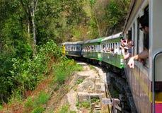 Люди принимают фото постные из окон поезда Стоковое Изображение RF