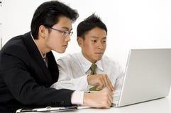 Люди работая на компьютере Стоковое Изображение RF