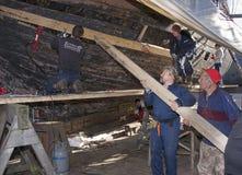 Люди работая на реновации корабля Стоковое фото RF
