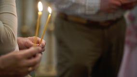 Люди с свечами в церков акции видеоматериалы