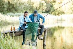 Люди удя на озере Стоковое Изображение RF