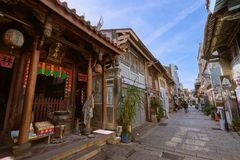 Люди шли вдоль улицы Shennong, датировка бульвара ориентира от династии Qing стоковая фотография