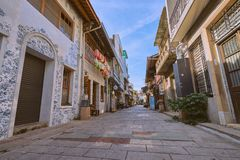 Люди шли вдоль улицы Shennong, датировка бульвара ориентира от династии Qing стоковое изображение