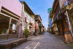 Люди шли вдоль улицы Shennong, датировка бульвара ориентира от династии Qing стоковые фотографии rf
