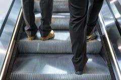 люди эскалатора стоковые фотографии rf