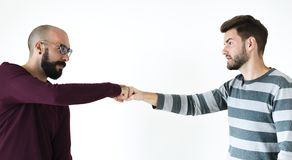 Люди bumping их кулаки совместно стоковое изображение