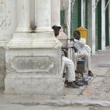 Люди chating в улицах Стоковые Фото