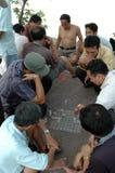 люди hanoi настольной игры играя Вьетнам Стоковая Фотография