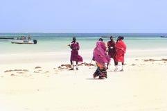 Люди Masai на пляже Занзибара Стоковая Фотография RF