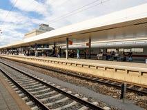 Люди wiing для поезда Стоковая Фотография RF