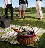 3 люд на пикнике в парке Стоковая Фотография