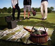 3 люд на пикнике в парке Стоковые Изображения