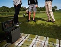 3 люд на пикнике с радио Стоковое Фото