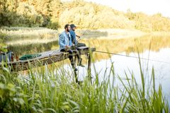 2 люд удя на озере Стоковое фото RF