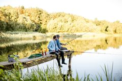2 люд удя на озере Стоковое Изображение RF