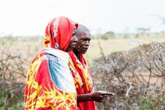 2 люд Massai идя совместно Стоковое Изображение RF