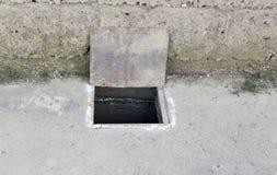 Люк в бетоне стоковые изображения