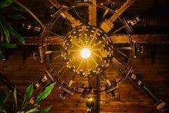 Люстра покрытая золотом винтажная стоковое фото rf