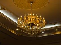 Люстра украшает в здании Стоковая Фотография