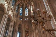 Люстра церков Святого-Eustache в Париже стоковое фото