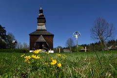 Лютики на фольклорной церков, зоне Spis, Словакии Стоковая Фотография