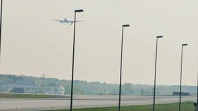 Люфтганза строгает делающ такси в авиапорте Франкфурта, FRA