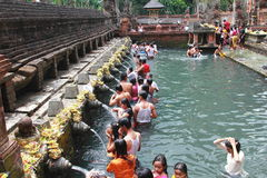 Люди Бали купая Стоковая Фотография RF