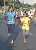 Люди бежать на Хайдарабаде 10K бегут событие, Индия Стоковые Фотографии RF