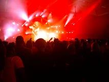 Люди бредя на музыкальном фестивале Стоковое Изображение