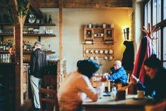 Люди внутри большого ресторана монастыря внутри монастырь Strahov Стоковое фото RF